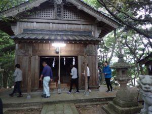 北但馬地震が起こった5月23日、集落の高台にある神社の周りを参拝者全員でぐるぐるぐるぐる1,000周する「田結のお千度参り」
